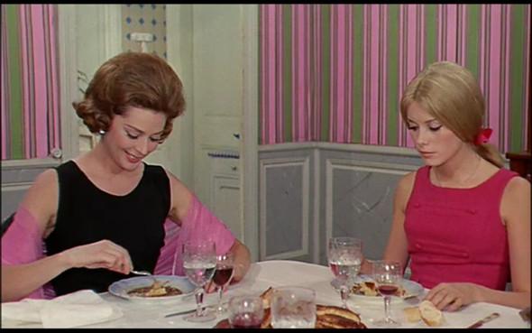 Movie-Looks: «Шербурские зонтики». Изображение № 13.
