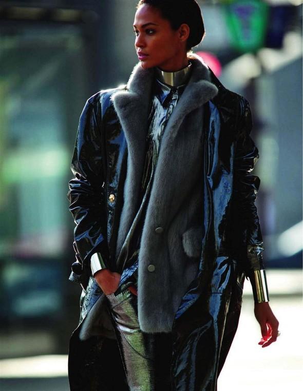 Съёмка: Джоан Смоллс для Vogue. Изображение № 3.