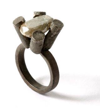 Karl Fritsch: Кольцо может быть оружием. Изображение № 9.
