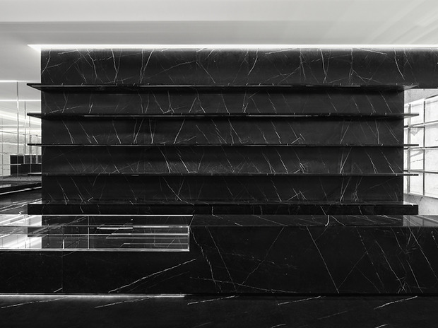 Эди Слиман разработал дизайн бутика Saint Laurent. Изображение № 9.
