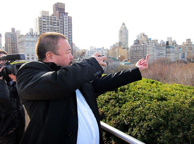 Ай Вэйвэй в процессе создания фотографии из серии «Fuck Off». Изображение № 5.