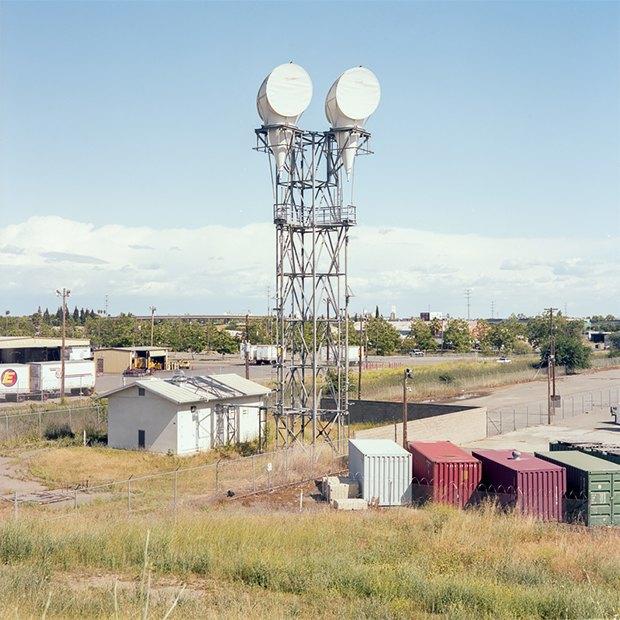 Заброшенные телефонные башни вгорах ипустынях . Изображение № 25.