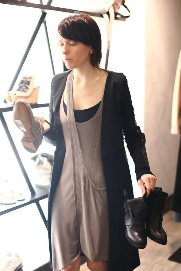 Изображение 6. Лилия Литковская выбрала пять пар обуви под маленькое черное платье.. Изображение № 1.