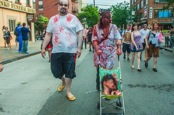 Зомби парад в Нью Йорке. NYC Zombie Crawl.. Изображение № 47.