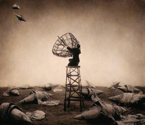 Еще восемь фотографов сюрреалистов. Изображение № 12.