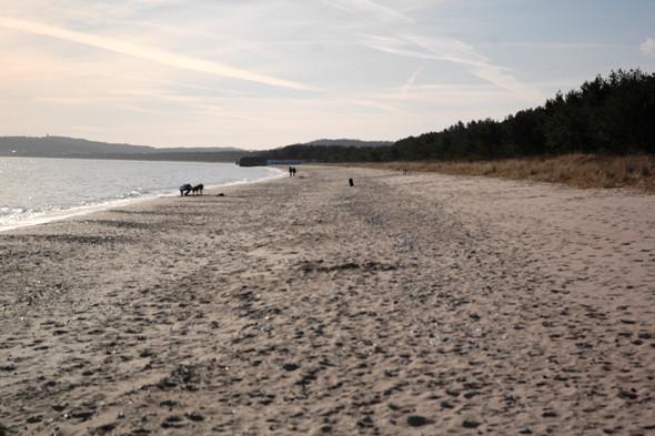 Германия: Балтийское море, пустынные пляжи заброшенного курорта и старинный поезд на острове Рюген. Изображение № 44.