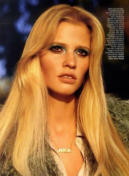 Съёмка: Лара Стоун для британского Vogue. Изображение № 4.