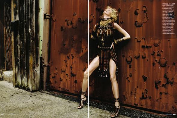 Каролин Винберг дляоктябрьского Elle Italia. Изображение № 2.