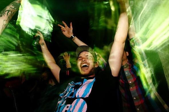 Baile funk - развязный и злой фанк, под который трясут попами в бедных бразильских фавелах. Изображение № 9.