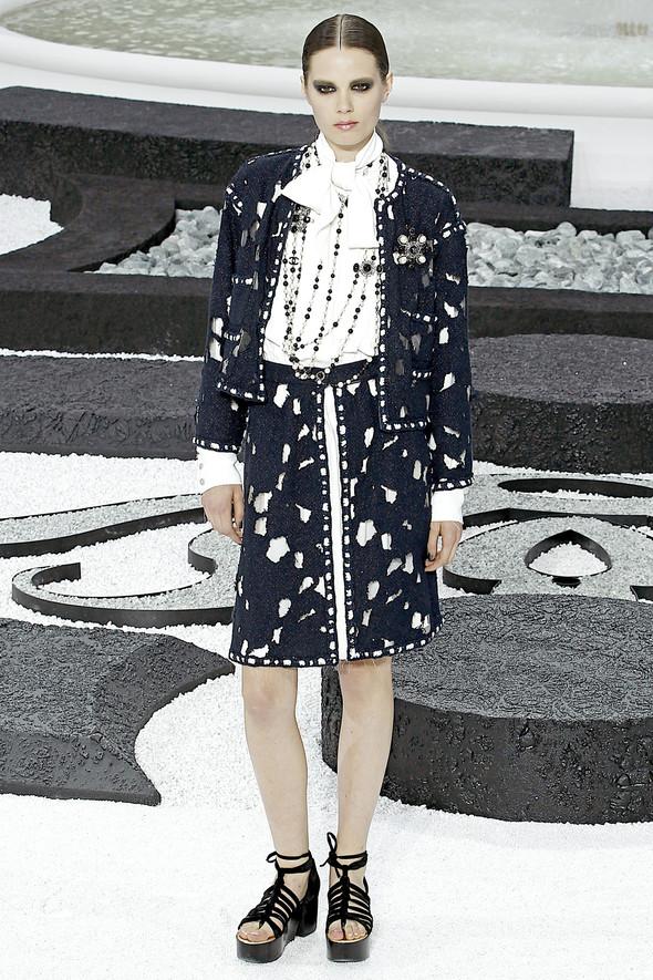 Карл Лагерфельд показал одну из самых красивых коллекций, когда-либо созданных для Chanel. Изображение № 4.