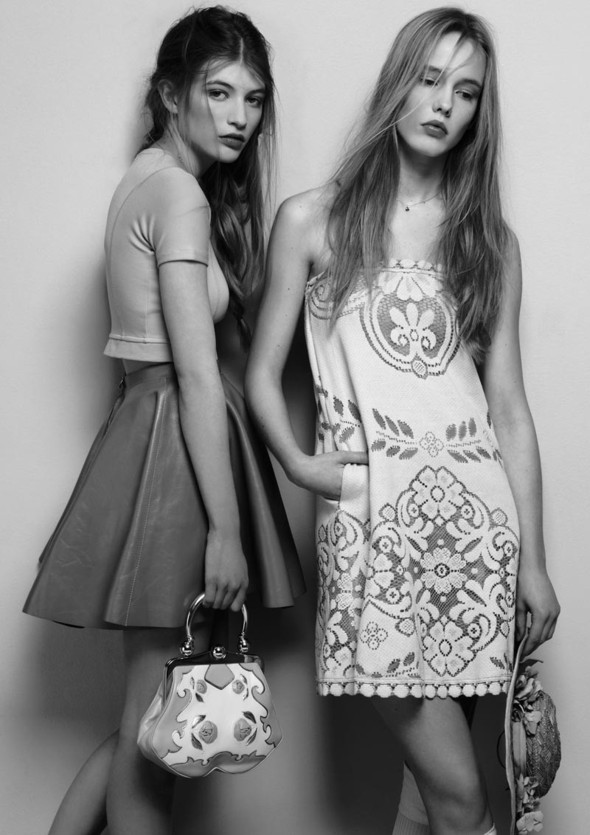 Съёмки: Playing Fashion, Schon, Vogue и другие. Изображение № 32.