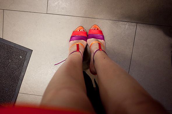 Цвет оптом: Яркие краски в магазинах. Изображение № 59.