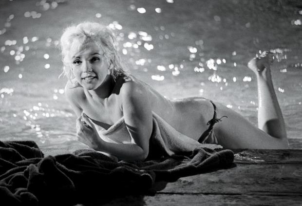 Неопубликованные снимки обнаженной Мерлин Монро за 3 месяца до смерти . Изображение № 1.