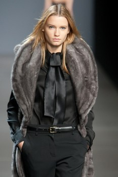Valentin Yudashkin. Fall-Winter 2010-2011. Изображение № 11.