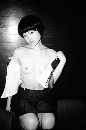 Части тела: Обнаженные женщины на фотографиях 1990-2000-х годов. Изображение №139.