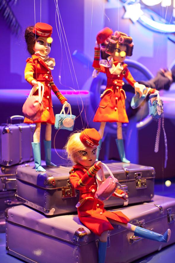 10 праздничных витрин: Робот в Agent Provocateur, цирк в Louis Vuitton и другие. Изображение № 20.