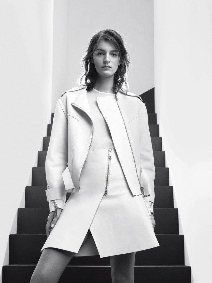 Max Mara, Prada и другие марки выпустили новые кампании. Изображение № 2.