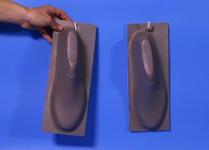 Дизайнер показала дешёвую обувь из одного куска «резиновой пластмассы». Изображение № 4.