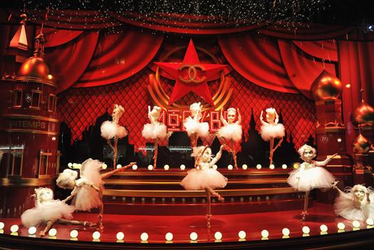 10 праздничных витрин: Робот в Agent Provocateur, цирк в Louis Vuitton и другие. Изображение № 9.