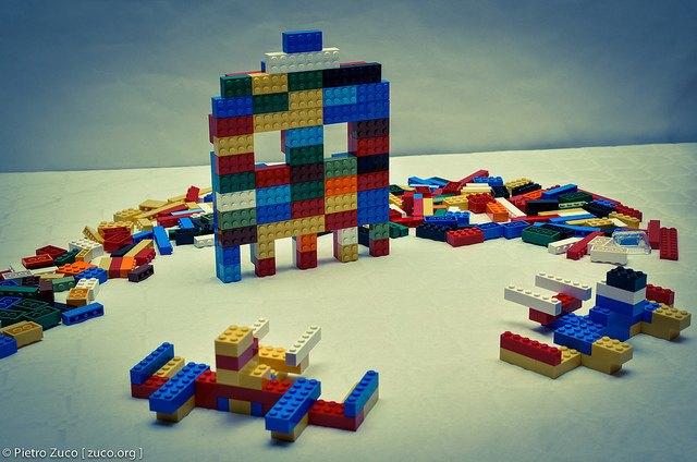 Исследование: почему так больно наступать на LEGO . Изображение № 1.