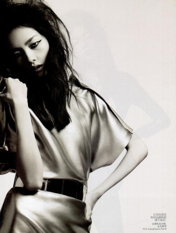 Съёмка: Лю Вэнь и Сунь Фэй Фэй для Vogue. Изображение № 6.