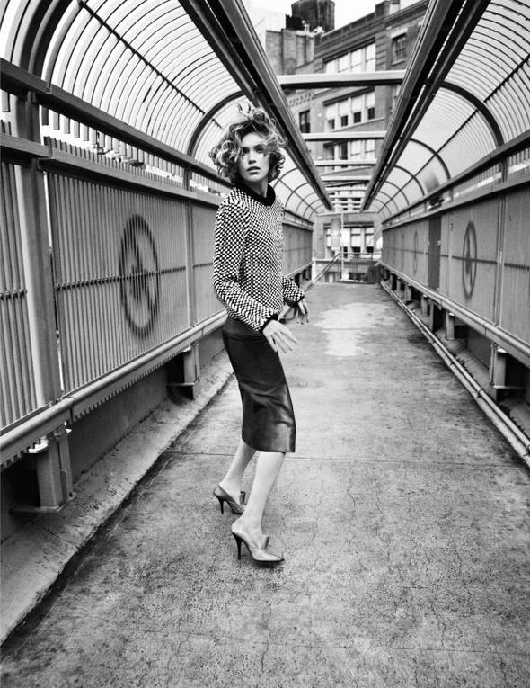 Съёмка: Аризона Мьюз для британского Vogue. Изображение № 3.