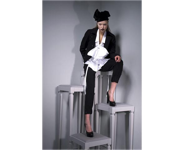Новые коллекции: Acne, Dior, Moschino, Viktor & Rolf. Изображение № 36.