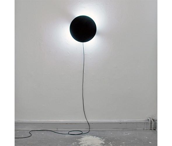 Гибрид часов и светильника «Movement of a moment», показывающий время изменением освещения, от шведского дизайнера Джеспера Джонссона. Изображение № 44.