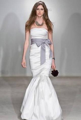 """""""Выбираем свадебное платье!"""" 93 идеи ведущих дизайнеров. Изображение № 37."""