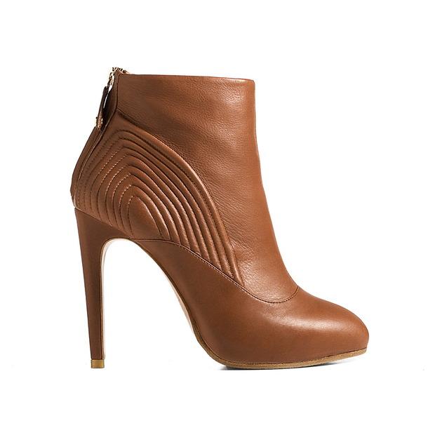 Дизайнер дома Alexander McQueen создал коллекцию обуви для CORSOCOMO. Изображение № 1.
