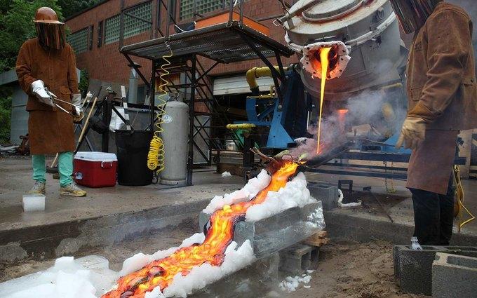 Повара приготовили стейк на искусственной лаве с температурой 1149 °С . Изображение № 3.