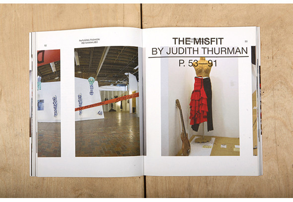Развороты книги «ReFusing Fashion: Rei Kawakubo». Изображение № 5.