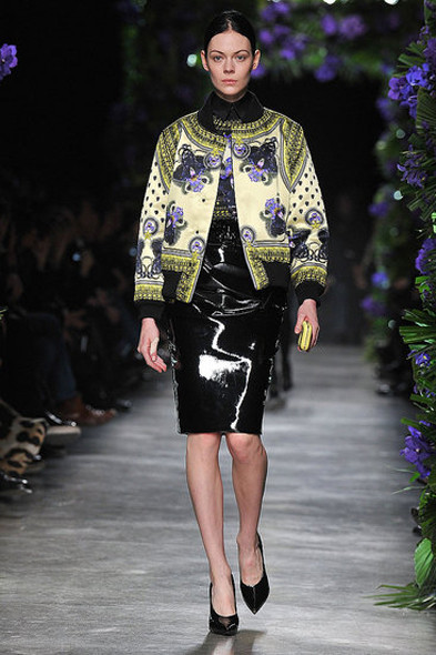 Givenchy, источник: www.fashionologie.com. Изображение № 23.