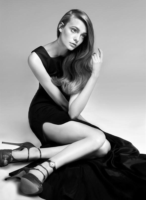 Съёмка: Нимуэ Смит для Glamour. Изображение № 5.