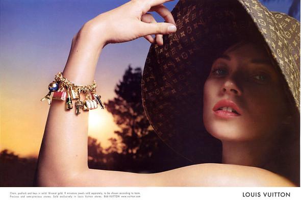 Архивная съёмка: Кейт Мосс, Наталья Водянова и другие для Louis Vuitton SS 2002. Изображение № 3.