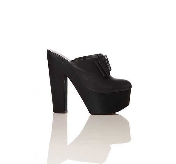Лукбуки: Chloë Sevigny for Opening Ceremony, Louis Vuitton и Lou. Изображение № 14.