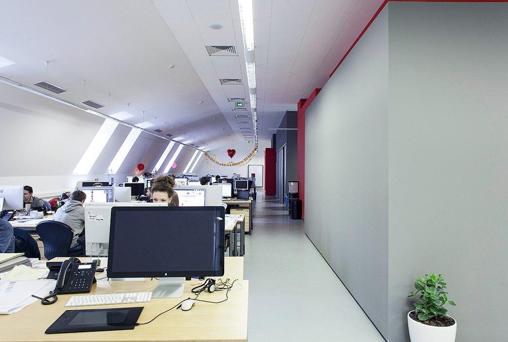 Лестница в никуда и хаски в московском офисе BBDO. Изображение № 11.
