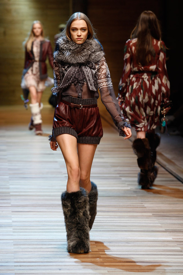 Dolce & Gabbana Fashion Show Winter 2011. Изображение № 9.
