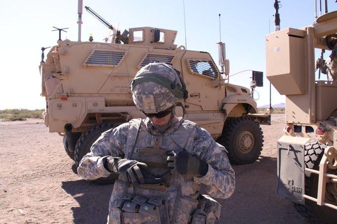 Предполагается, что устройства системы Net Warrior будут крепиться на груди солдата. Изображение № 2.