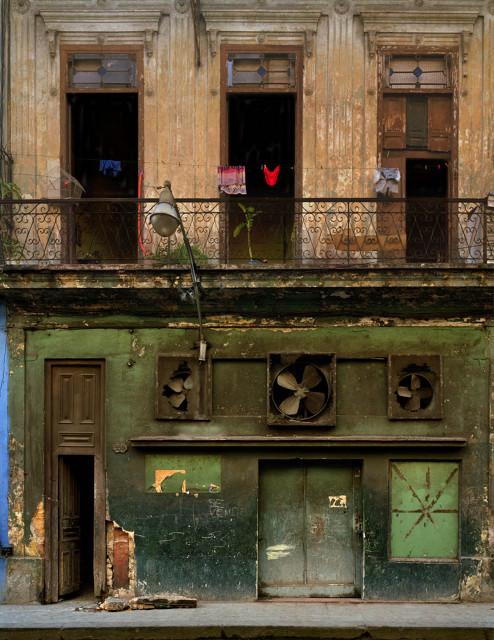 Изображение 21. Фасады Гаваны от Michael Eastman.. Изображение № 21.