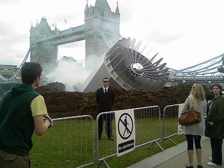 Вцентре Лондона упало НЛО– Великобритания вшоке. Изображение № 1.