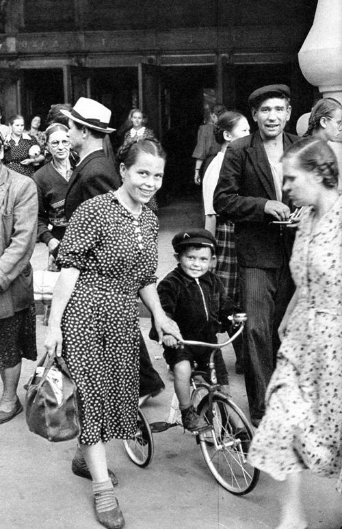 Советская Москва глазами Анри Картье-Брессона. Изображение № 19.