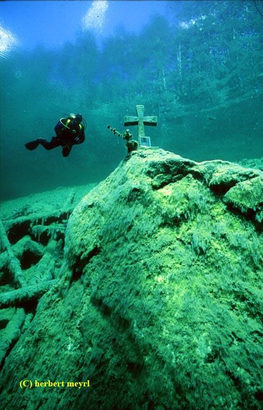 Фотограф Herbert Meyrl. Скамейки под водой. Изображение № 8.