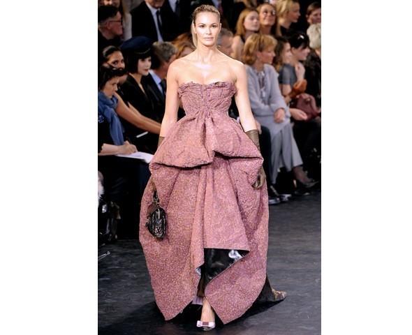 Можно все: Модели на показе Louis Vuitton. Изображение № 42.
