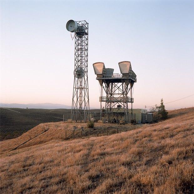 Заброшенные телефонные башни вгорах ипустынях . Изображение № 21.