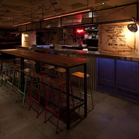 Под стойку: 15 лучших интерьеров баров в 2011 году. Изображение № 14.