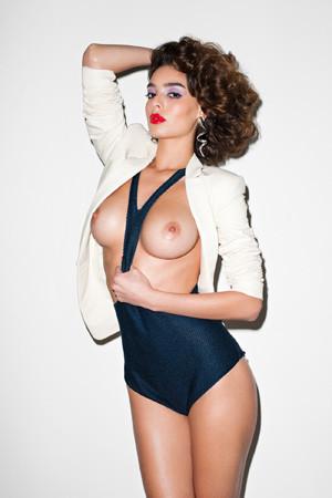 Ле форм: 10 моделей с большой грудью. Изображение № 49.