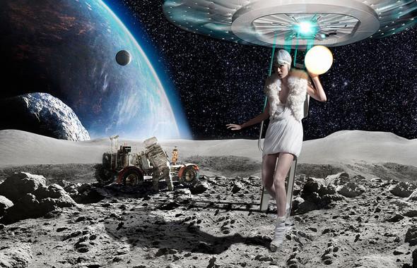 Космос рядом: модные съемки к выходу фильма «Прометей». Изображение №51.