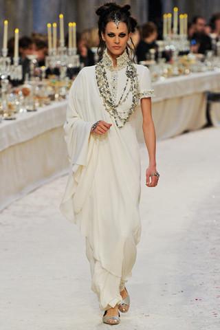 Chanel показали пре-осеннюю коллекцию. Изображение № 76.