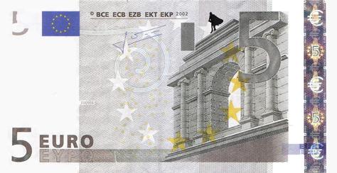 Художник в знак протеста изрисовал банкноты на 3555 евро. Изображение № 38.